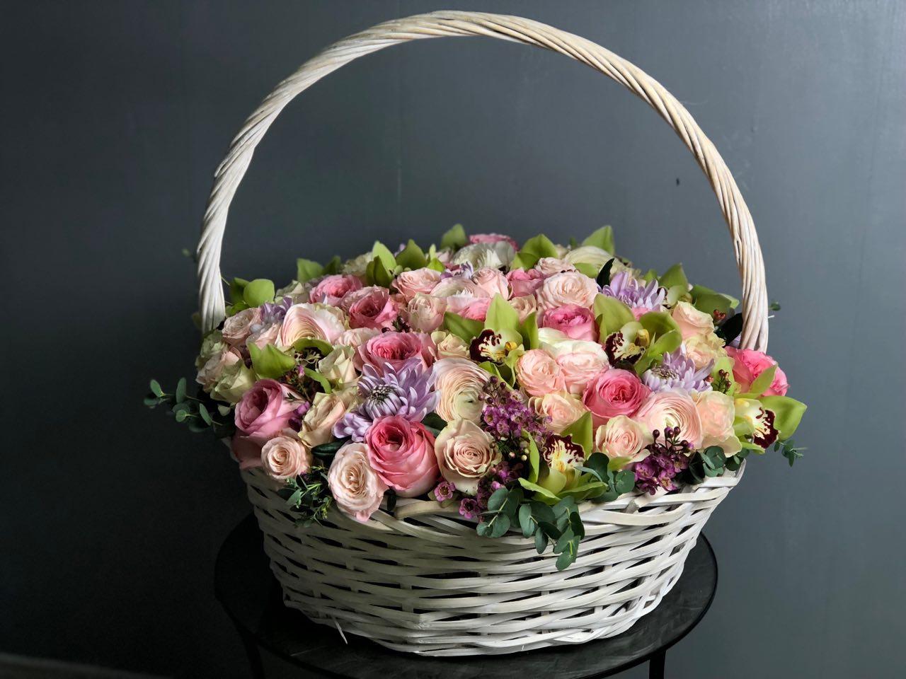 Букеты корзины из живых цветов фото